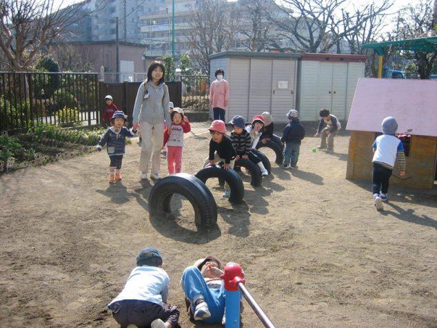 遊ぶ子ども達